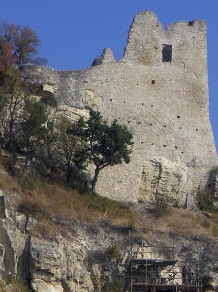 Salviamo il Castello di Canossa!