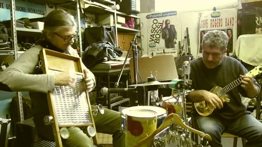 "CASTELNOVO SOTTO: UKULELE RADIO SHOW AL ""PLAZA DE TOROS"""