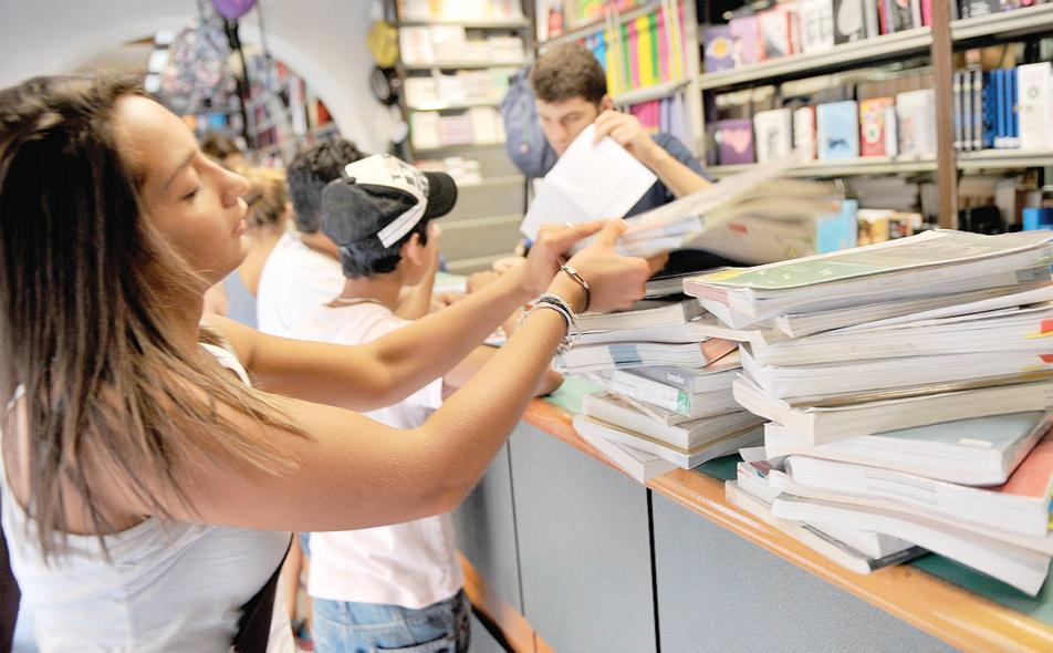 I libri della scuola media? A Quattro Castella li paga il Comune