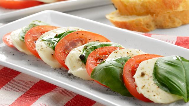 Mangiare (bene) in ESTATE: occhio ai falsi miti!