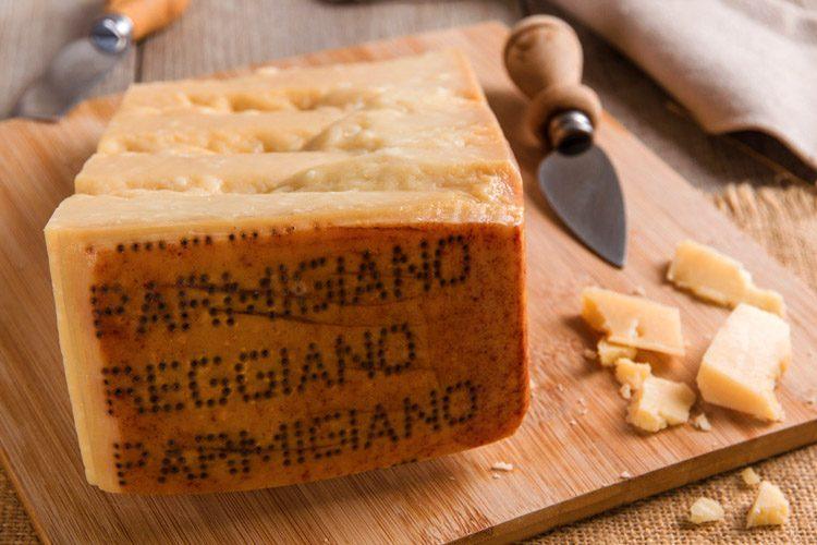 """Per l'ONU il Parmigiano Reggiano è """"nocivo"""" come il fumo"""