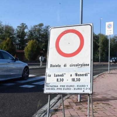 """LA RICETTA DI LEGAMBIENTE: """"TROPPE AUTO, DOVE SONO I TRASPORTI PUBBLICI?"""""""