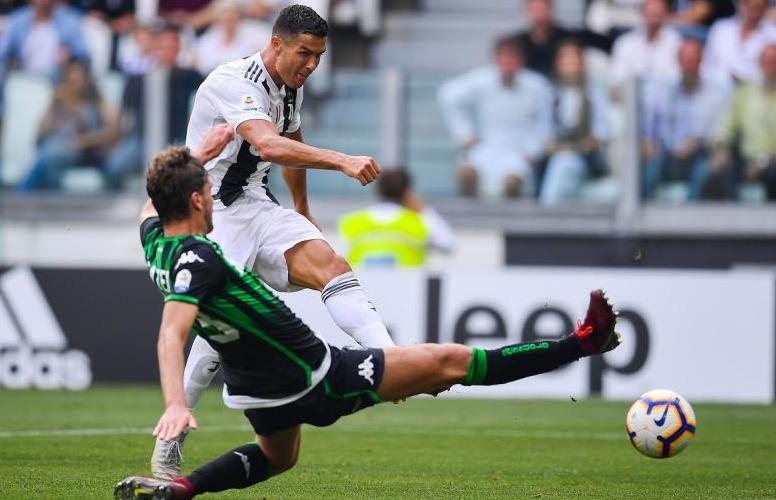 """RONALDO e i suoi """"fratelli"""": il grande calcio torna a Reggio"""