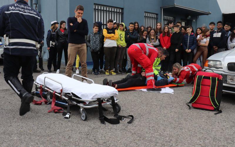 """Operazione NOTTI SICURE: 300 ragazzi al """"party"""" della Polizia"""