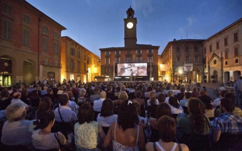 Film sotto le stelle in piazza Prampolini